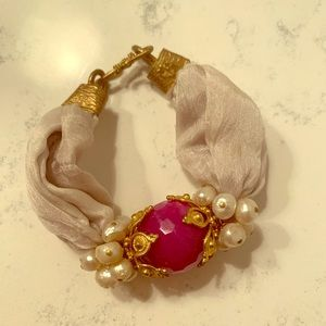 Pink Stone Bracelet with small pearl details